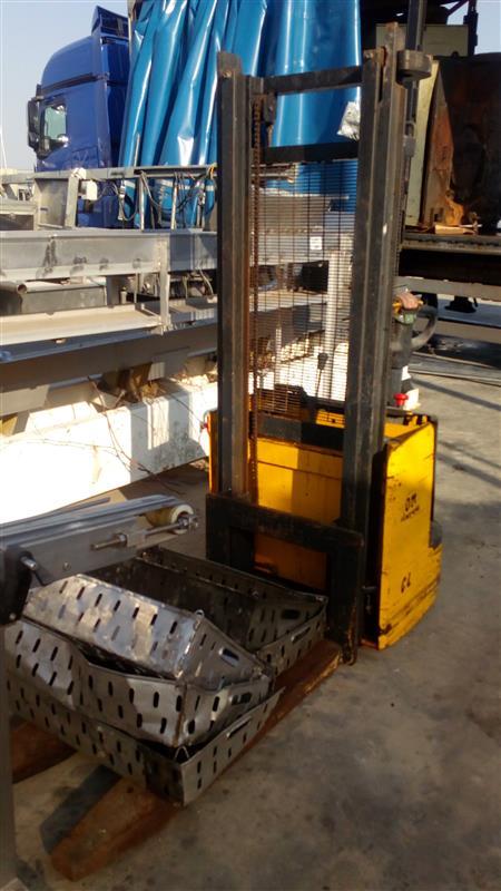 1 apilador electrico pimespo 1.500 kg