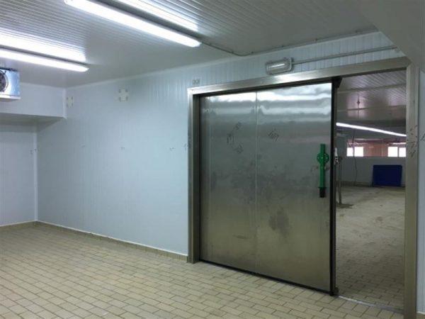 1 camara frigorifica l 10.20 m a 8.80 m alto 2.94 m