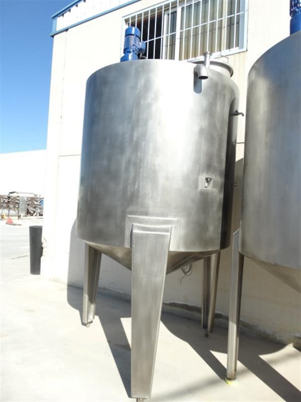 1 deposito vertical con fondo conico con agitador en inox 3000 litros