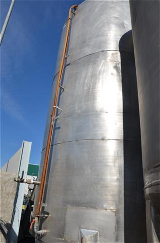 1 deposito vertical con fondo conico en acero inox 10.000 l