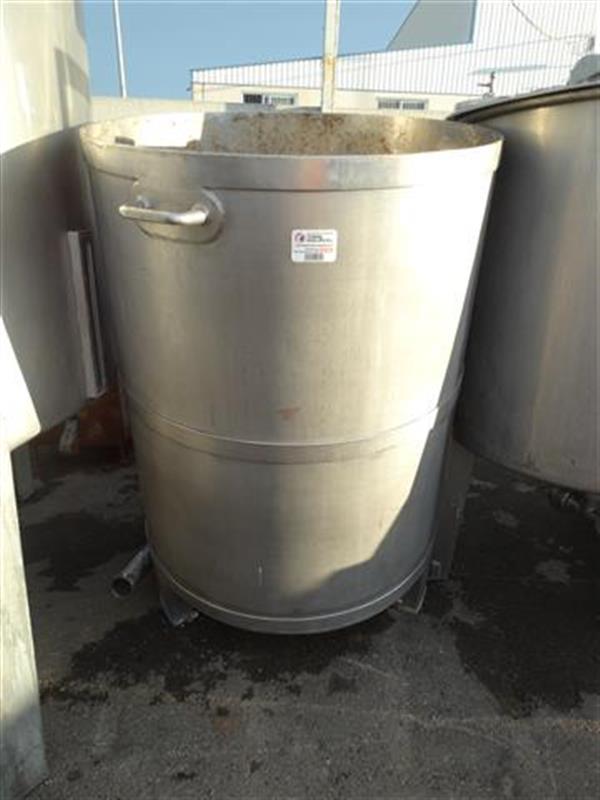 1 deposito vertical con fondo conico en acero inox 900 litros