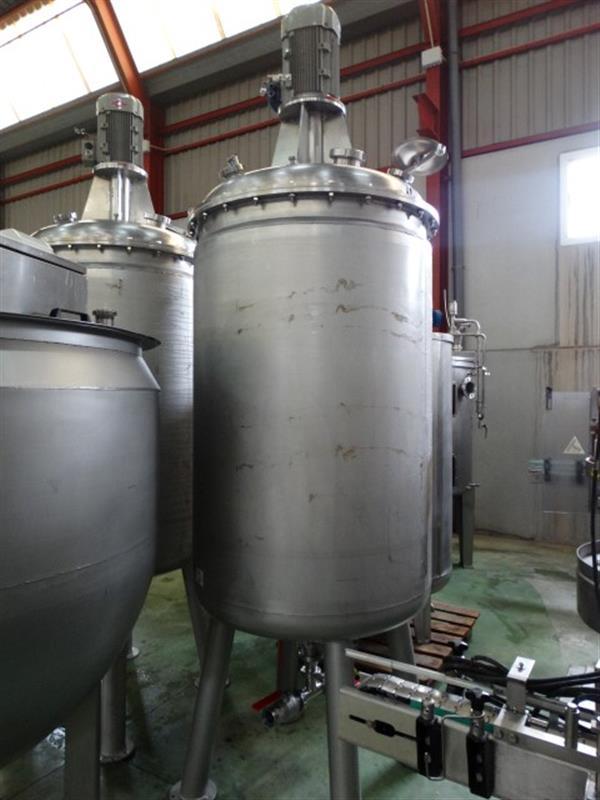 1 deposito vertical de doble fondo conico con agitador en inox 1250 l