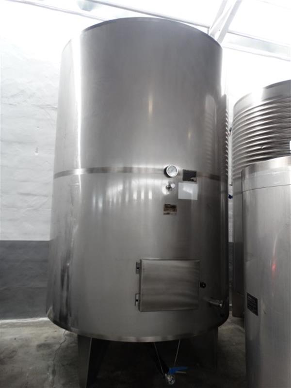 1 deposito vertical de doble fondo isotermoen acero inox 8000 l.
