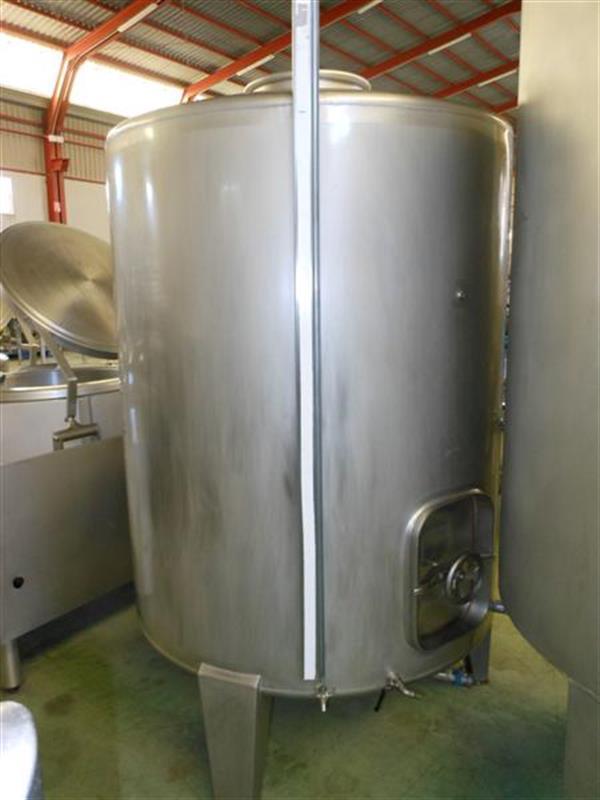 1 deposito vertical de fondo conico 2000 litros 8