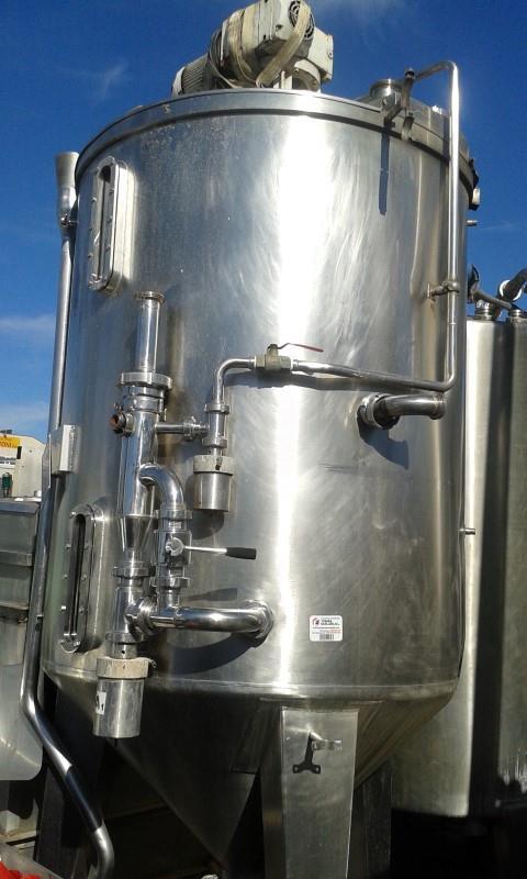 1 deposito vertical de fondo conico y agitador 2600l