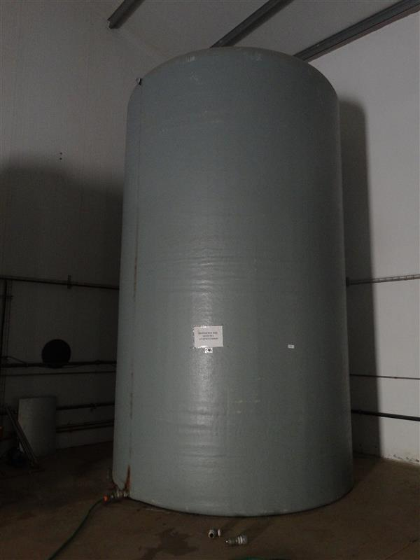 1 deposito vertical de poliester 38.000 l
