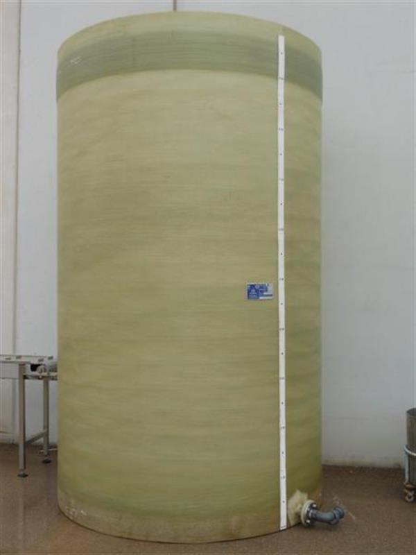 1 deposito vertical de poliester de 10.000 l