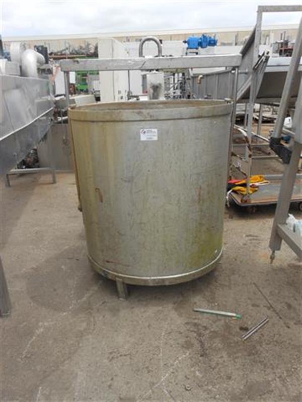 1 deposito vertical en acero inox. de 600 l
