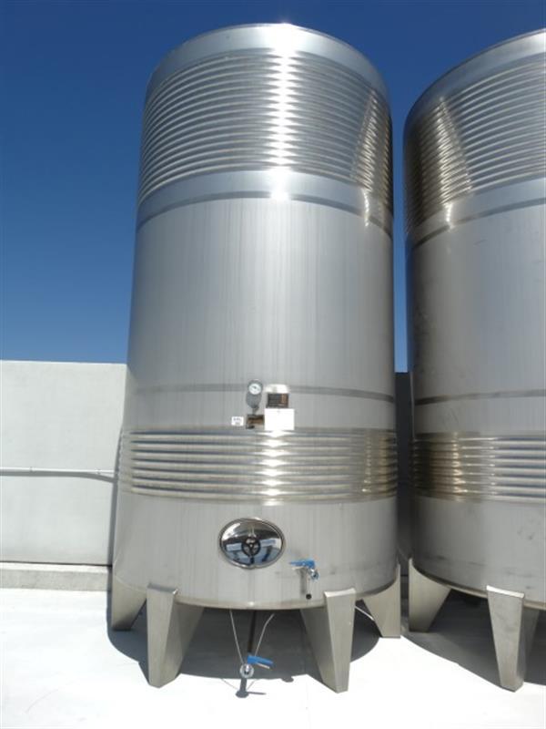 1 deposito vertical refrigerado con fondo conico en inox 24.000 litros 4