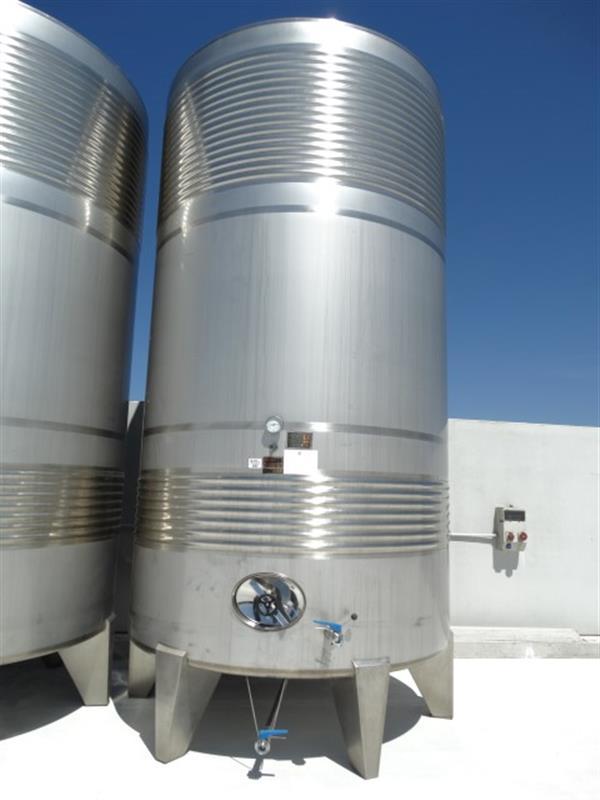 1 deposito vertical refrigerado con fondo conico en inox 24.000 litros
