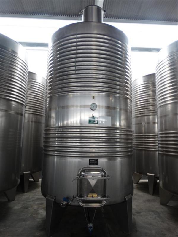 1 deposito vertical refrigerado con fondo conico en inox 8000 litros