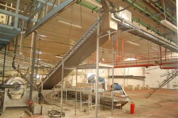 1 elevador con balsa y malla perforada en acero inox descarga 2.45 m