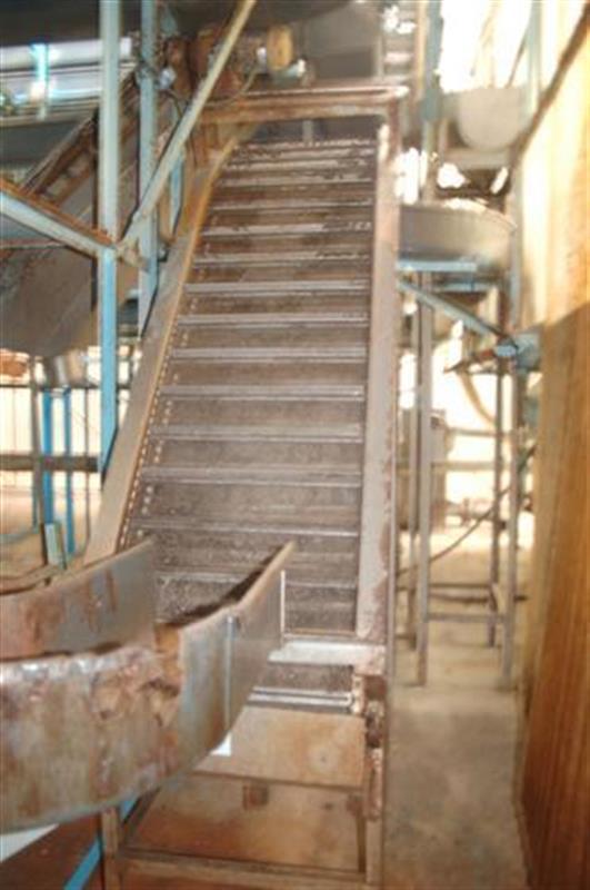 1 elevador de cangilones con malla perforada en acero inox 1.85