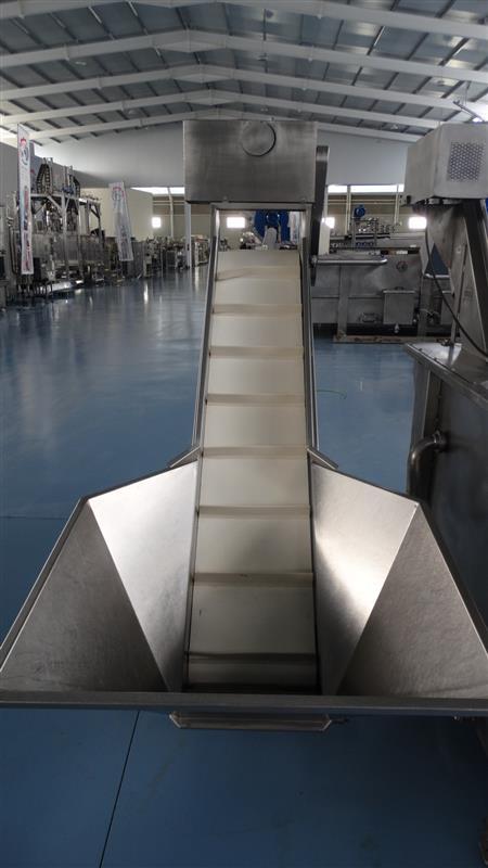 1 elevador de palas de lona y tolva inox. descarga1.60 m a 40 cm