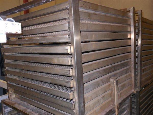 1 jaula en acero inox con 12 bandejas rodabe.l1 m 2