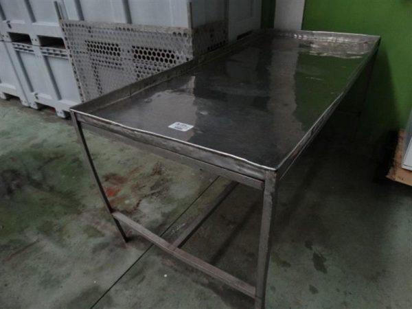 1 mesa de trabajo inox. l 1.88 m a 0.87 m