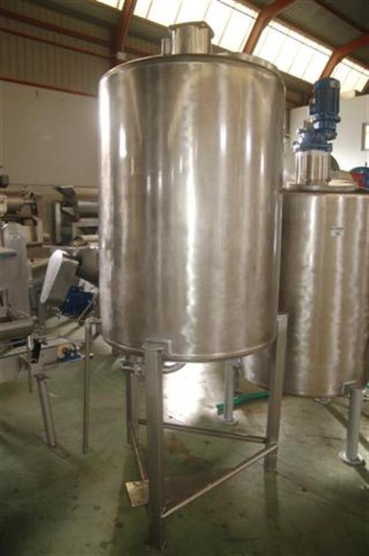 2 deposito vertical con agitadorfondo conico y bomba en ac. inox 800 l