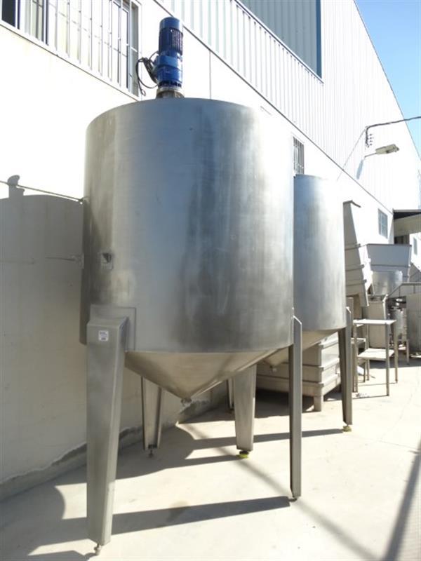 2 deposito vertical con fondo conico con agitador en inox 3000 litros