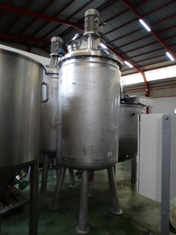 2 deposito vertical de doble fondo conico con agitador en inox 1250 l 1
