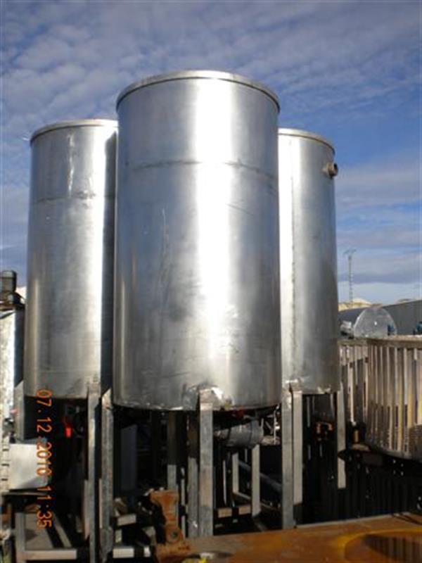 2 deposito vertical en acero inox 1000 l con fondo cOnico. 1