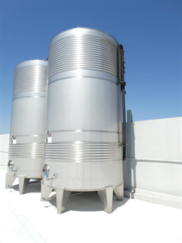 2 deposito vertical refrigerado con fondo conico en inox 24.000 litros
