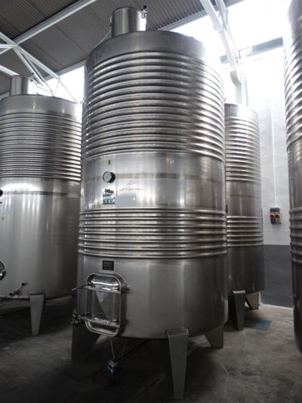 2 deposito vertical refrigerado con fondo conico en inox 8000 litros 3