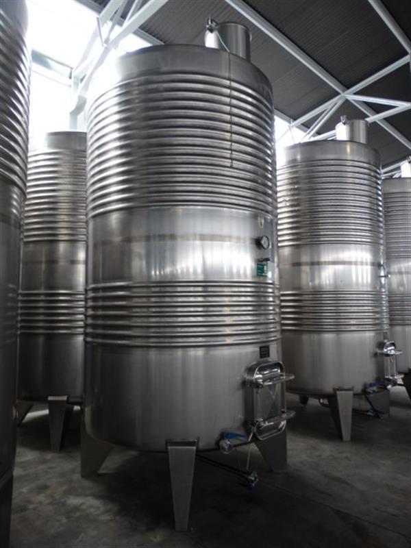 2 deposito vertical refrigerado con fondo conico en inox 8000 litros