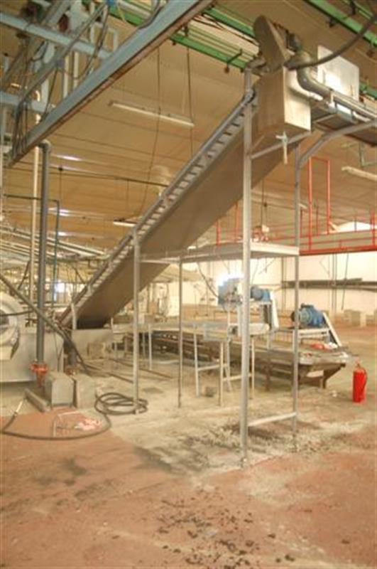 2 elevador con balsa y malla perforada en acero inox descarga 2.45 m