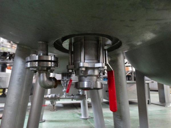 3 deposito vertical de doble fondo conico con agitador en inox 1250 l 1