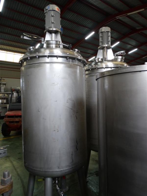 3 deposito vertical de doble fondo conico con agitador en inox 1250 l