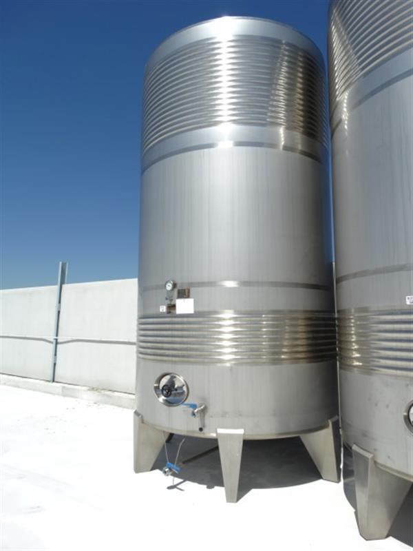 3 deposito vertical refrigerado con fondo conico en inox 24.000 litros 4