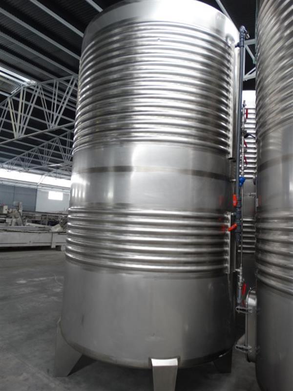 3 deposito vertical refrigerado con fondo conico en inox 8000 litros