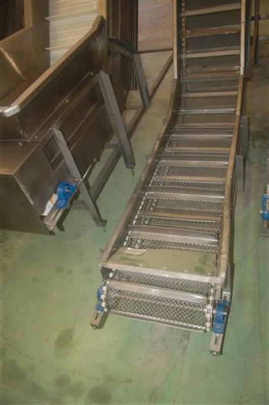 3 elevador de cangilones con malla perforada en acero