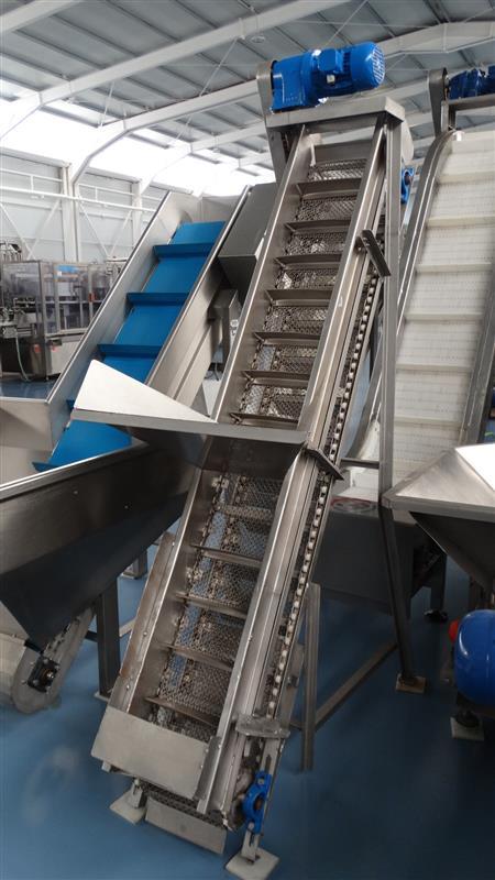 3 elevador de malla perforada con palas mixto. descarga 1.85 m