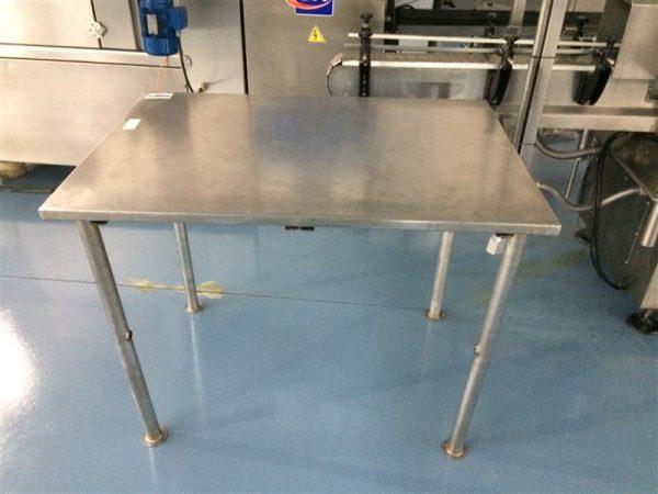 3 mesa de trabajo inox. l 1.10 m a 0.75 m