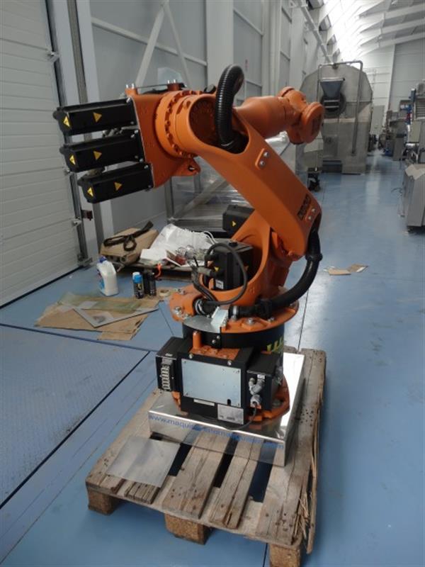 3 robot kuka kr 16c