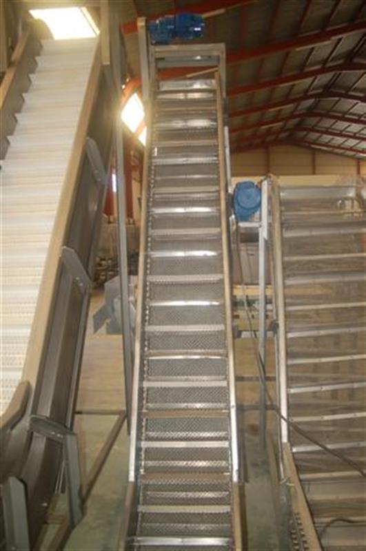 4 elevador de cangilones con malla perforada en acero