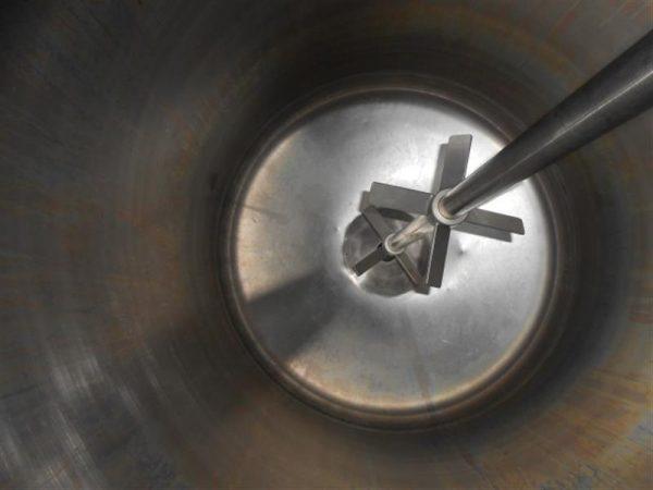 5 deposito vertical de doble fondo conico con agitador en inox 1250 l