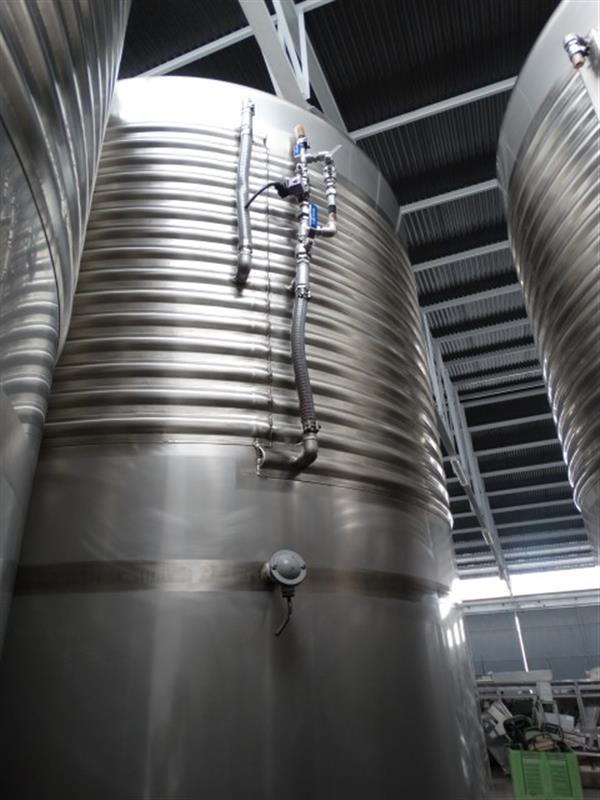 5 deposito vertical refrigerado con fondo conico en inox 8000 litros 1
