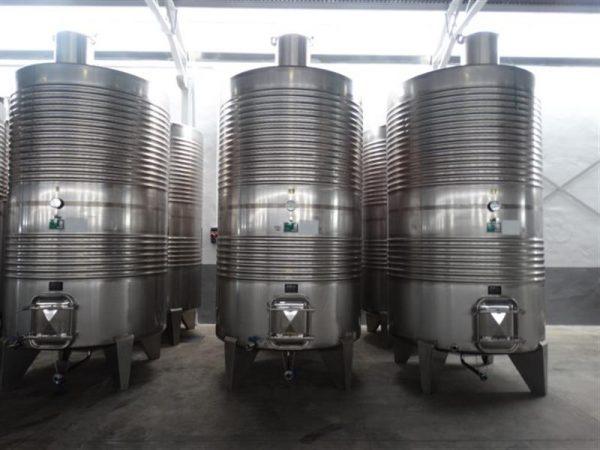 5 deposito vertical refrigerado con fondo conico en inox 8000 litros