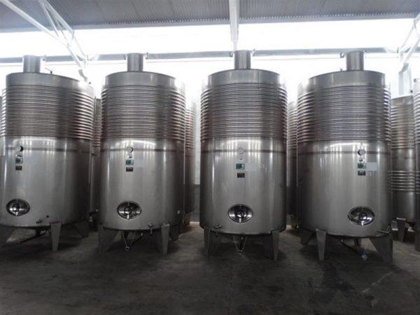 6 deposito vertical refrigerado con fondo conico en inox 8000 litros