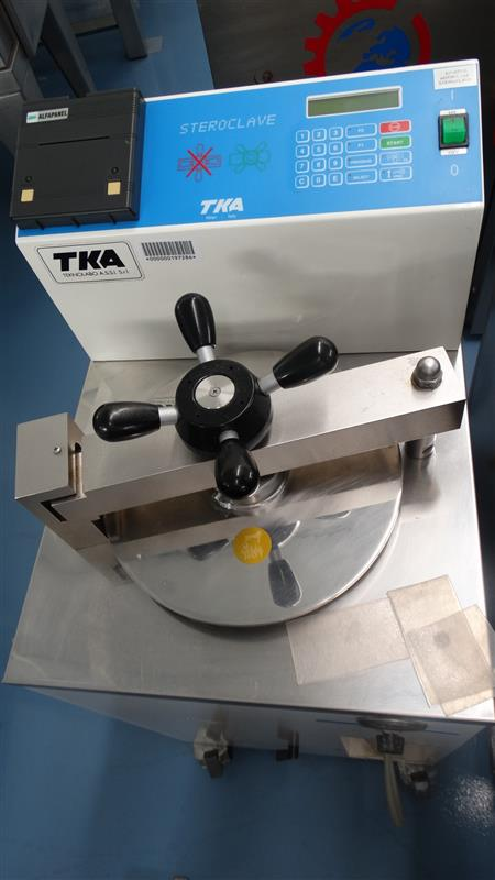 8 autoclave vertical de laboratorio tka