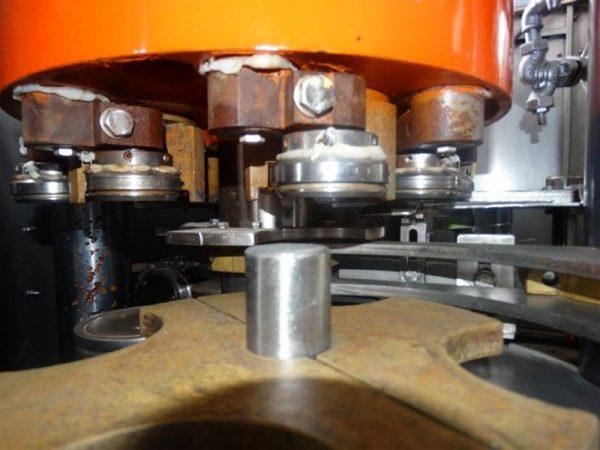 8 cerradora automatica de latas con grupo bajo vacio comaco agm4